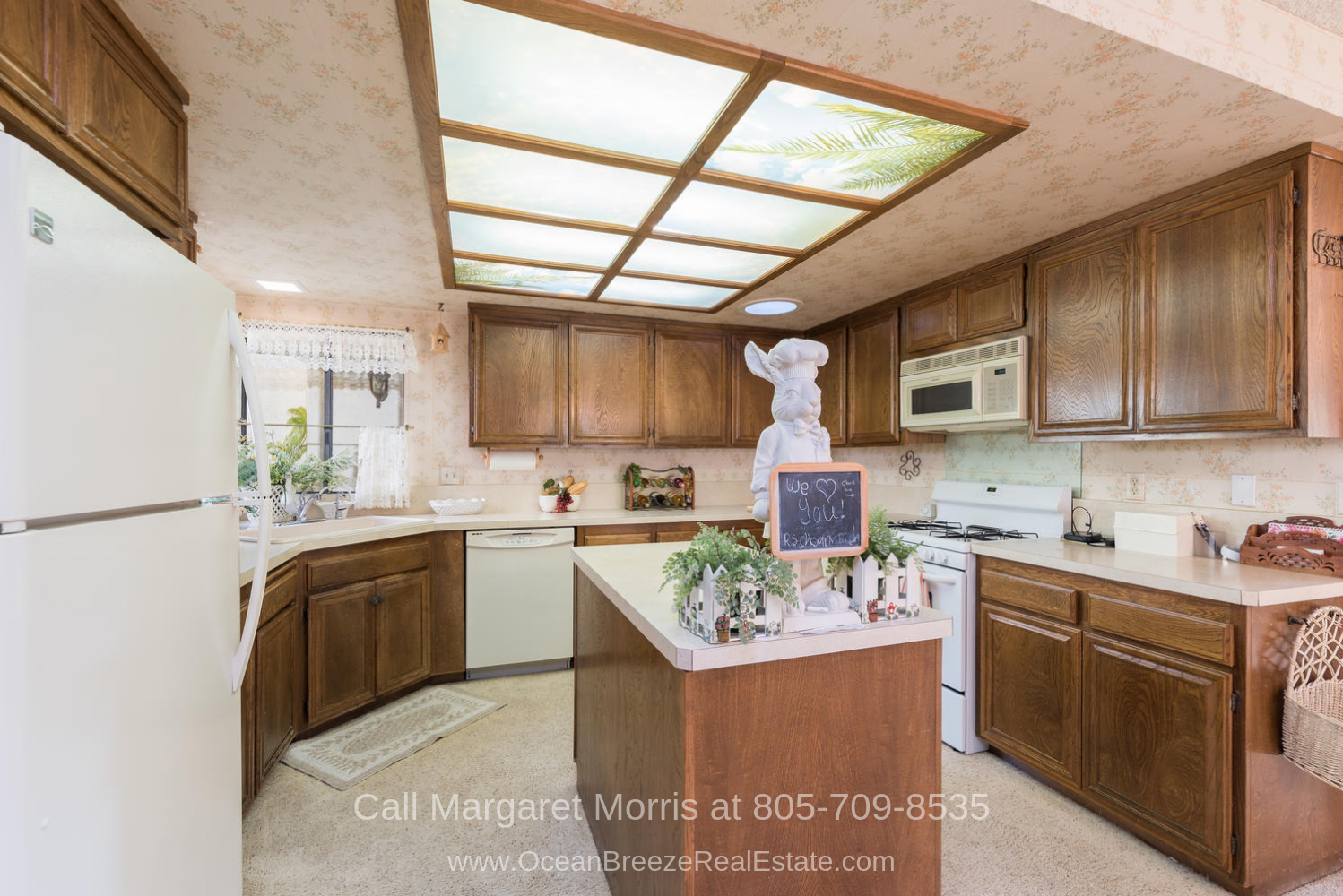 Golf Homes for Sale in Crown Pointe Subdivision Nipomo CA - Your inner chef is sure to shine in this Nipomo golf course home for sale.